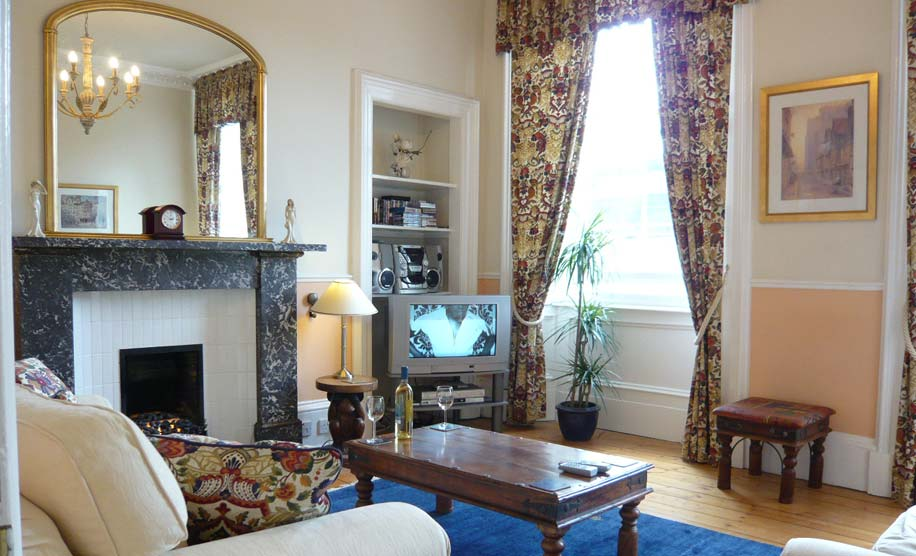 comfortable 4 star holiday accommodation in the heart of Edinburgh